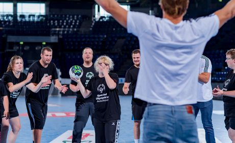 Merle Tönnies, Spielerin des SC Gut-Heil Neumünster, tritt im 7-Meter-Werfen gegen Rune Dahmke vom THW Kiel an. (Foto: SOD/Sascha Klahn)