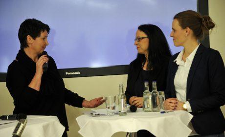 Christina Ebel, Geschäftsführerin der BIG BAU Unternehmensgruppe, und zwei Corporate Volunteers, die sich bei den Special Olympics Kiel 2018 ehrenamtlich engagieren werden. (Foto: SOD/Jörg Lühn)