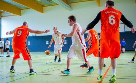 Die Basketballer vom Unified-Team Eiderbaskets vom Eiderheim zeigten ein kurzes Demospiel. (Foto: SOD/Sascha Klahn)