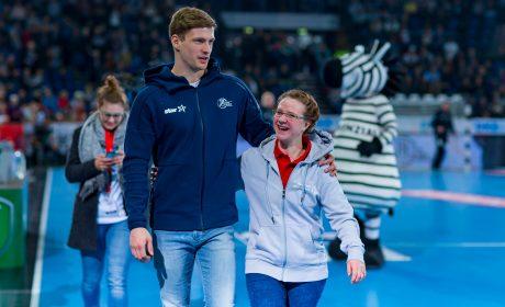 Michaela Harder und Rune Dahmke nach ihrem Interview vor ausverkaufter Halle. Foto: THW Kiel/Sascha Klahn