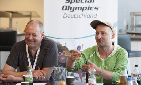 Erfahrungsaustausch der Inklusiven Redaktion bei den Special Olympics Hannover 2016. Als Experten waren Thomas Kensy, Norddeutscher Rundfunk, und Lorenz Varga, Hannoversche Werkstätten, dabei. (Foto: SOD/Julia Krüger)