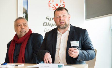Während der Pressekonferenz sprach Mark Solomeyer über das Thema Lebensalltag aus Sicht von SOD. Neben ihm Sven Picker, Vorstandsmitglied SoVD Schleswig-Holstein. (Foto: SOD/Jan Konitzki)