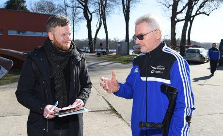 Kanu-Trainer Gerhard Bowitzky im Gespräch mit Stephan Henke von der Märkische Allgemeine Zeitung. (Foto: SOD/Juri Reetz)