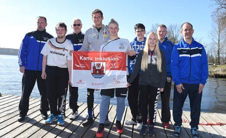 Special Olympics Kanuathleten und die Unified Partner der Trainingsgruppe vom PCK Schwedt mit SOD-Sportbotschafter und Kanu-Olympiasieger Sebastian Brendel im Olympiastützpunkt in Potsdam. (Foto: SOD/Juri Reetz)
