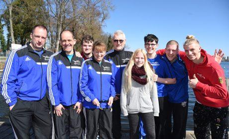 Das PCK Schwedt Team mit ihrem Kanu-Trainer Gerhard Bowitzky. (Foto: SOD/Juri Reetz)
