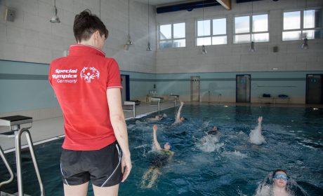 Ruth Niehaus, Nationale Koordinatorin für Schwimmen bei SOD leitete das Training in Eppelheim. (Foto: SOD/Jo Henker)