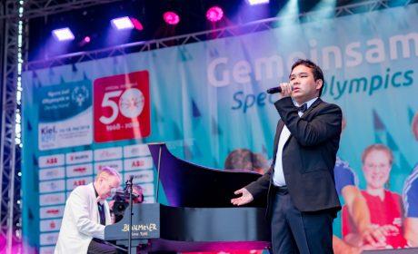 Das Duo Kevinsky sorgt mit dem Fischstäbchen-Lied für Begeisterung beim Publikum. (Foto: SOD/Sascha Klahn)