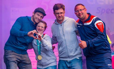 Die 'Gesichter der Spiele' auf der Bühne (v.l.n.r): Steffen Weinhold, Michaela Harder, Christoph Bertow und Pierre Petersen. (Foto: SOD/Sascha Klahn)