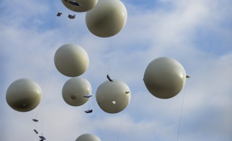 Abschlussfeier: 16 Ballons, die für die 16 Bundesländer stehen, mit Wünschen um Weltspiele 2023 in Deutschland wurden bei der Abschlussfeier der Special Olympics Kiel 2018 steigen gelassen. (Foto: SOD/Sarah Rauch)