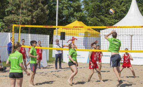 Beachvolleyball: Das Team von der Rummelsberger Dienste Auhof in Bayern vs. das Team der ausländischen Delegation aus Serbien. (Foto: SOD/Florian Conrads)