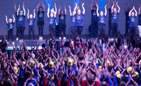 Beim Flashmob der Special Olympics Kiel 2018 hält es niemanden mehr auf den Plätzen. (Foto: SOD/Stefan Holtzem)