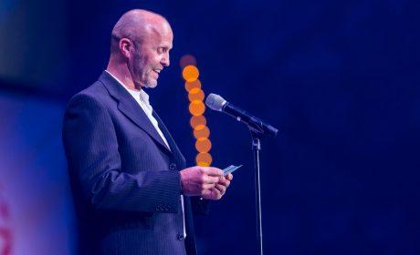 Erwin Scherpf spricht den Eid der Trainer. (Foto: SOD/Sascha Klahn)