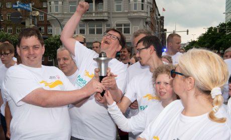 Gute Stimmung bei den Läuferinnen und Läufern beim Fackellauf. (Foto: SOD/Michael Richter)