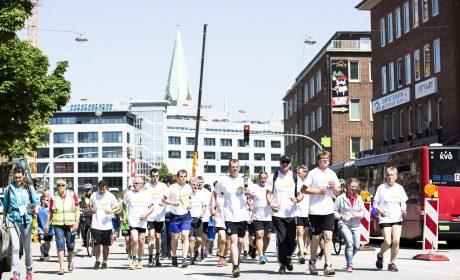 Die Special Olympics Fackel auf ihrem Weg durch Kiel. (Foto: SOD/Stefan Holtzem)