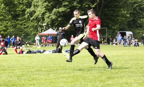 Loew Aktiv gegen Sportteam Neuendettelsau: Matthias Kröner, Loew Aktiv, gegen Marcel Kollischan, Sportteam Neuendettelsau (Foto: SOD/Stefan Holtzem)