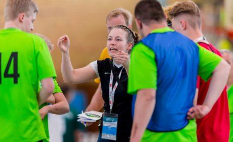 Handball: Trainerin Miriam Heyner, SV Werder Bremen, in einer Auszeit. (Foto: SOD/Sascha Klahn)