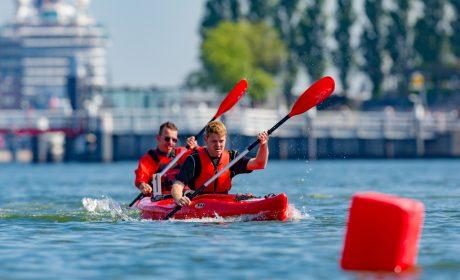Johannes Schwenzer, Wassersport PCK Schwedt e.V., vor Felix Mützel, Treffpunkt Caritasverband für Stuttgart e.V. (Foto: SOD/Sascha Klahn)