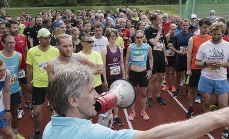 Leichtathletik, 10.000 m Lauf: Am Start im Sportforum der Universität Kiel. (Foto: SOD/Jörg Brüggemann OSTKREUZ)