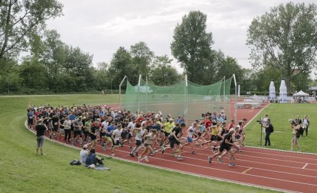 Start des 10.000 Meter Lauf im Sportforum der Universität Kiel. (Foto: SOD/Jörg Brüggemann OSTKREUZ)