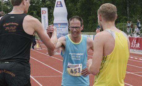 Leichtathletik, 10.000 m Lauf: Christian Weißenberger, Diakonie Pfingstweid e.V. Tettnang, freut sich über seinen ersten Platz. (Foto: SOD/Jörg Brüggemann OSTKREUZ)