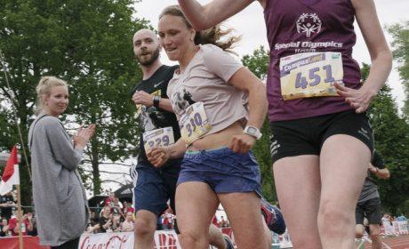 Leichtathletik, 10.000 m Lauf: Svenja Schwarz beim Zieleinlauf. (Foto: SOD/Jörg Brüggemann OSTKREUZ)