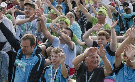 Gute Stimmung bei der Siegerehrung der 5.000 und 10.000 Läufe im Sportfoum der Universität Kiel. (Foto: SOD/Jörg Brüggemann OSTKREUZ)