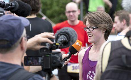 Leichtathletik, 10.000 m Lauf: Svenja Schwarz im Interview mit dem ZDF. (Foto: SOD/Florian Conrads)
