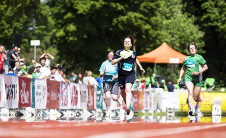 Leichtathletik: Henrike Meyer, Rotenburger Werke, läuft ihren Mitläufern davon. (Foto: SOD/Stefan Holtzem)