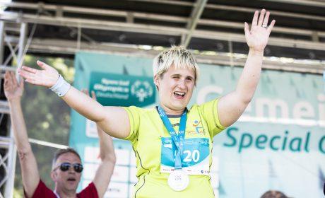 Josephine Eden, Sportclub Wohnstättenwerk Neukölln e.V., freut sich über Silber beim 50m Lauf WK02. (Foto: SOD/Stefan Holtzem)