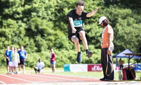 Leichtathletik: Justin Büttner, St.-Nikolaus-Schule Marktheidenfeld, beim Weitsprung. (Foto: SOD/Stefan Holtzem)