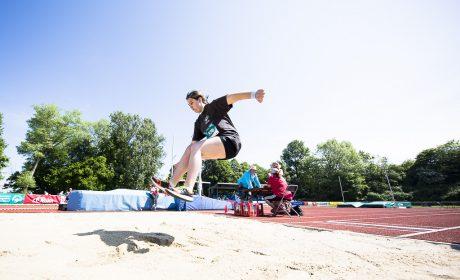 Leichtathletik: Maria Eyrich, St.-Nikolaus-Schule Marktheidenfeld, beim Weitsprung. (Foto: SOD/Stefan Holtzem)