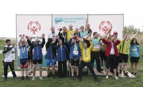 Gute Stimmung bei der Siegerehrung bei den Special Olympics Kiel 2018 am Falkensteiner Starnd. (Foto: SOD/Jörg Brüggemann OSTKREUZ)
