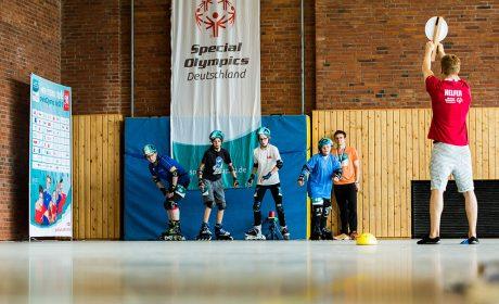 Rollerskating: Die Athletinnen warten auf das Startsignal von Dario Meier. (Foto: SOD/Sarah Rauch)