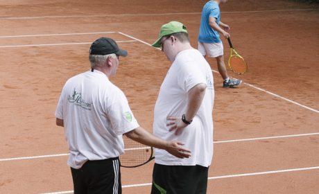 Tennis, Einzel Männer: Tim Jaeschke, TC Grün Weiss Neuss mit seinem Trainer. (Foto: SOD/Jörg Brüggemann OSTKREUZ)