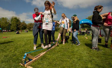 Beim Slacklining konnten die Teilnehmer ihr Gleichgewicht trainieren. (Foto: SOD/Jo Henker)