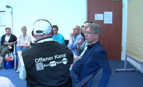 Dokumentation durch das inklusiven Redaktionsteam von Kiel TV/hinten rechts: Experte Kristian Blasel (KN), vorne rechts: Experte Andreas Schmidt (NDR)/ (Foto: Offener Kanal Kiel)