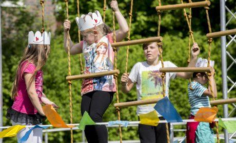 Aktionstag 'Kinder mit an Bord': Klettern an der Seilwand. (Foto: SOD/Florian Conrads)