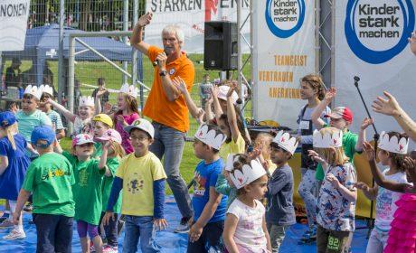 Aktionstag 'Kinder mit an Bord': Gemeinsam singen und tanzen - die Kinder der ASB Kita Spaßbande Kiel Dietrichsdorf. (Foto: SOD/Florian Conrads)