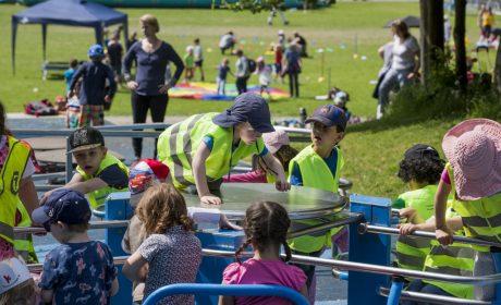 Aktionstag 'Kinder mit an Bord': Springen, klettern, hangeln - den Kinder bot sich ein buntes Programm. (Foto: SOD/Florian Conrads)
