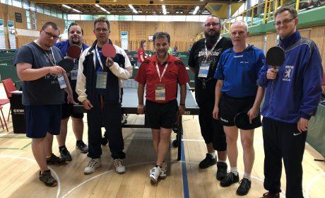 Das Tischtennis-Team der Berliner Werkstätten für Behinderte (BWB) ist stolz auf ihre Leistungen.